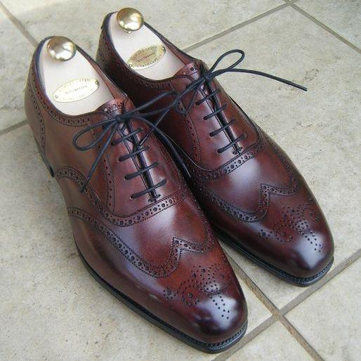 Brown Color Oxford Wing Tip Burnished Brogues Toe Leather Lace up Men Shoes